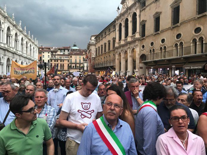 Soci BPVi e Veneto Banca manifestavano per indennizzo a Vicenza