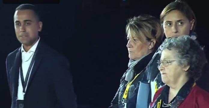 Luigi Di Maio con Milena Zaggia, Barbara Venuti e Giovanna Mazzoni sul palco del Circo Massimo