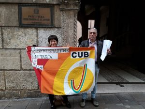 Maria Teresa Turetta manifesta davanti al Comune di Vicenza