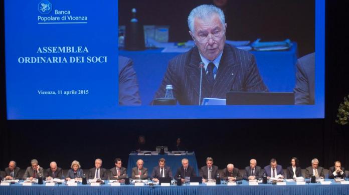Consiglio di amministrazione della BPVi riunito davanti all'assemblea dei soci di aprile 2015